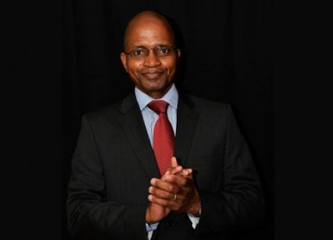 معلومات عن أول مذيع أجنبي بمنتدى شباب العالم: مؤلف جنوب إفريقي