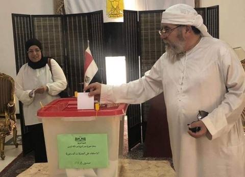 المصريون بالكويت يدلون بأصواتهم في ثاني أيام الاستفتاء