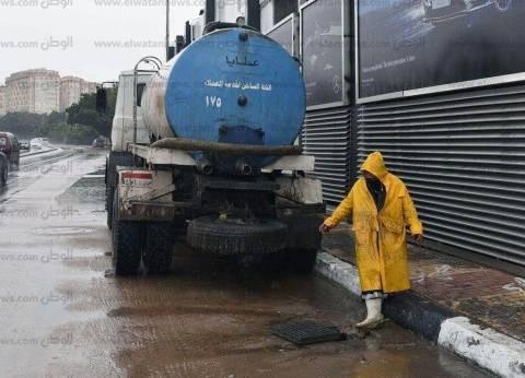 الصرف الصحي بالإسكندرية يدفع بـ93 سيارة لسحب مياه الأمطار