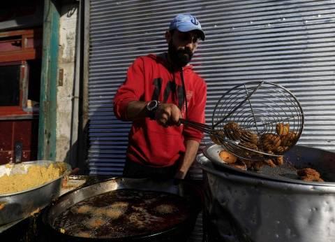 """سكان الرقة يستعيدون ملامح ما قبل الحرب في مطعم فلافل: """"اللي راح هيرجع"""""""
