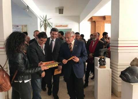 """افتتاح معرض """"تواصل"""" لأعمال النحت في جامعة المنيا"""