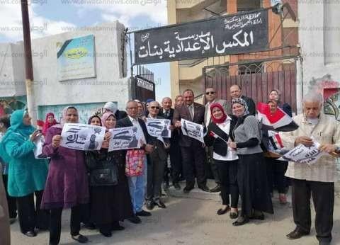 """إقبال جماعي لمعلمي """"تعليم الإسكندرية"""" على لجان الاستفتاء"""