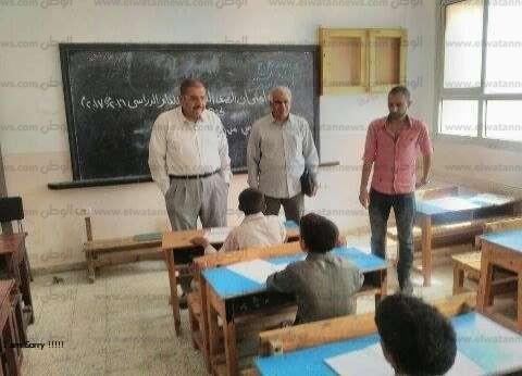 وكيل وزارة التربية والتعليم بمطروح يحيل 13 ملاحظا للتحقيق لتغيبهم
