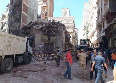 الحماية المدينة بالإسكندرية تبحث عن جثث ضحايا العقار المنهار بمحرم بك