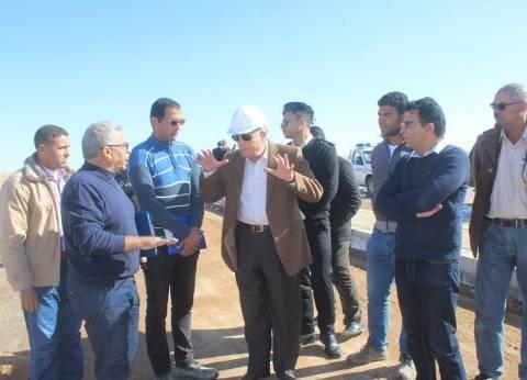 محافظ جنوب سيناء يتفقد أعمال تطوير الطريق الأوسط في شرم الشيخ