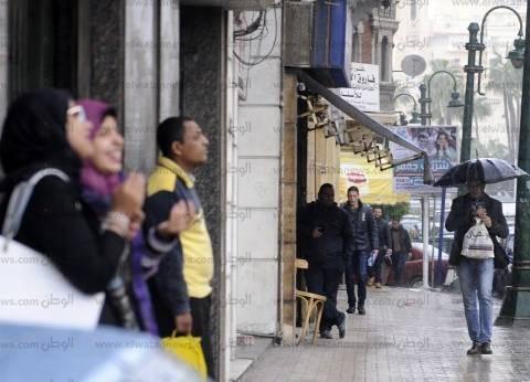 الصرف الصحى بالإسكندرية يدفع 103 سيارة لسحب مياه الأمطار وتنظيف الشوارع
