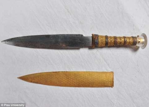 ضبط خنجر ومطواة بحيازة عاطل في أدفو بأسوان