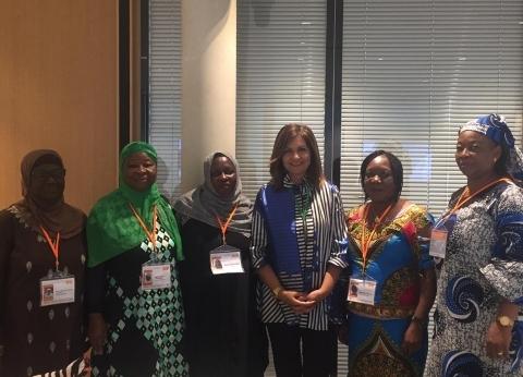"""وزيرة الهجرة تلتقي سيدات أفريقيا في مؤتمر """"أديان من أجل السلام"""""""