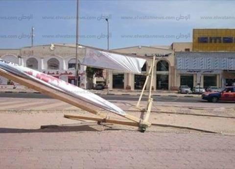 «الإخوان الإرهابى» يلجأ إلى تمزيق لافتات المرشحين وتشويه صورهم بعد فشله فى التظاهر ضد انتخابات البرلمان