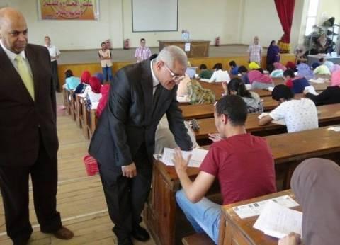 رئيس جامعة المنيا يتفقد سير الامتحانات بكلية الطب البيطري