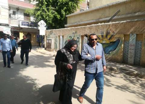 بالصور| توفير سيارة لعجوز في الهرم للمشاركة بالاستفتاء