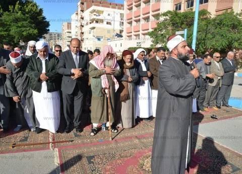 مع المحافظ.. شيوخ قبائل مطروح يؤدون صلاة الغائب على أرواح شهداء سيناء