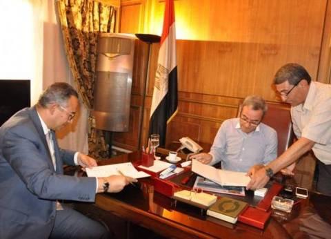 """محافظ القليوبية يوقع بروتوكول تعاون لتطوير منطقة """"عشش البكري"""" في شبرا"""