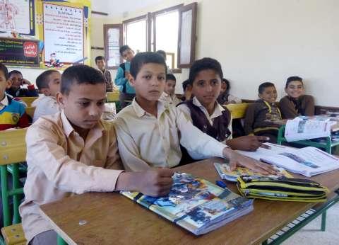 الوادى الجديد: «حجر وورقة ومقص» اللعبة الشعبية الأولى فى المدارس