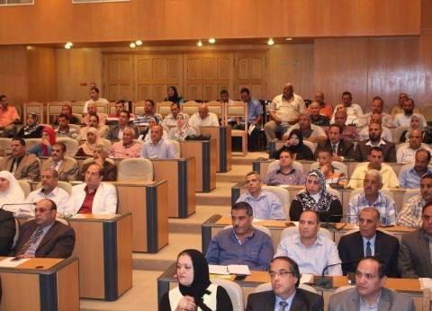 محافظ دمياط يعقد اجتماعا موسعا لبحث استعدادات بدء العام الدراسي