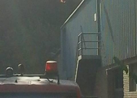 إصابة 4 من قوات الحماية المدنية في حريق مصنع شبرا الخيمة