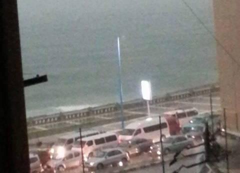 """""""الخولي"""" تطالب أهالي الإسكندرية بعدم النزول للشوارع.. وأهالي """"المطار"""" يقطعون الطريق"""