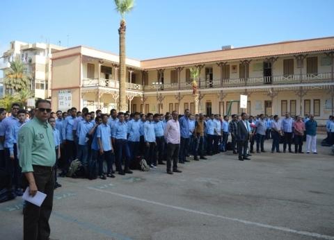 طالب يصفع مُدرسة على وجهها في بورسعيد.. ووكيل الوزارة: سنطبق اللائحة
