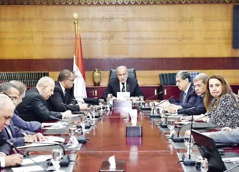 رئيس الوزراء يتابع الموقف التنفيذي لمعارض المستلزمات المدرسية