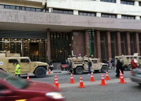 """عربات """"تدخل سريع"""" تتمركز أمام مقر الهيئة الوطنية للانتخابات"""