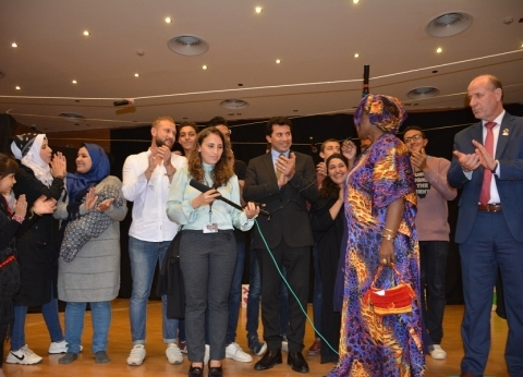 بالصور| صبحي يتفقد معرض الأعمال اليدوية للاجئات السوريات بالجزيرة