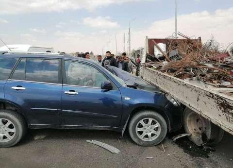 مصرع شخص وإصابة اثنين في حادث تصادم سيارتين بطريق السويس