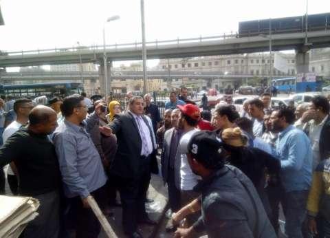 """نائب محافظ القاهرة لـ""""باعة جائلين"""" في العتبة: لا يحق لكم افتراش الطرق"""