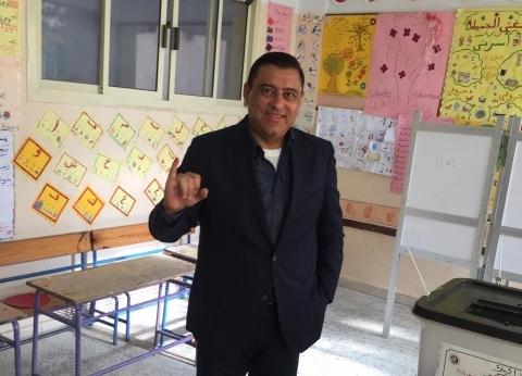 معتز الدمرداش يدلي بصوته في الاستفتاء على التعديلات الدستورية