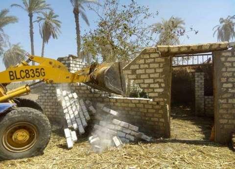 إزالة 37 حالة تعد على الأراضي والطرق بملوي في المنيا