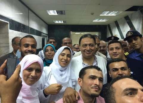 وزير الصحة يصرف مكافأة شهر للعاملين بمستشفى الطور في جنوب سيناء