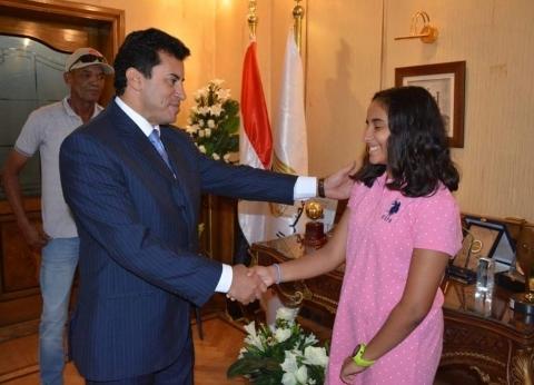وزير الرياضة يكرم ريم أشرف صاحبة أطول غطسة في العالم