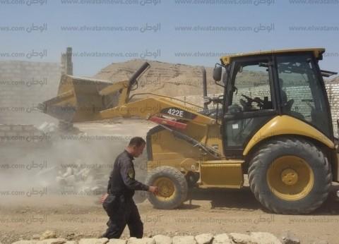 أسوان تستكمل إزالة التعديات على أراضى الدولة بمركز إفدو بمساحة 6830 م2
