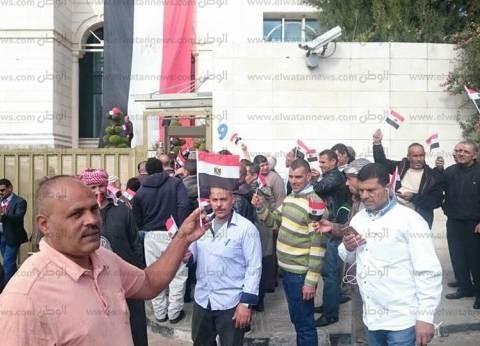 بالصور| المصريون يتوافدون على مقر السفارة بالأردن للتصويت