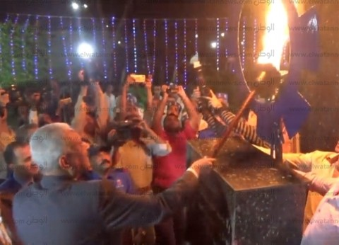 محافظ السويس يوقد شعلة النصر احتفالا بالعيد القومي