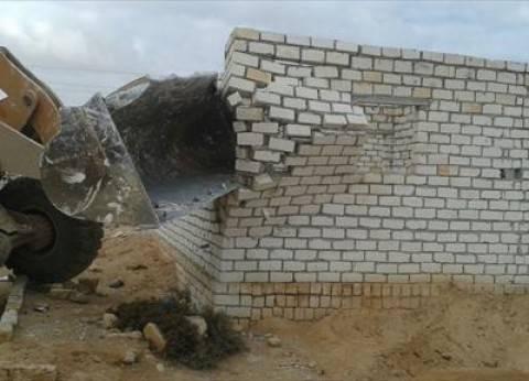 إزالة 4 منازل في حملة لمواجهة التعديات على أراضي الدولة بمطروح