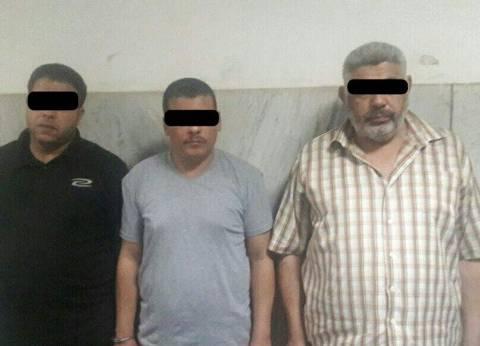 """ضبط 3 متهمين يروجون لعملة أجنبية """"مقلدة"""" في الإسكندرية"""