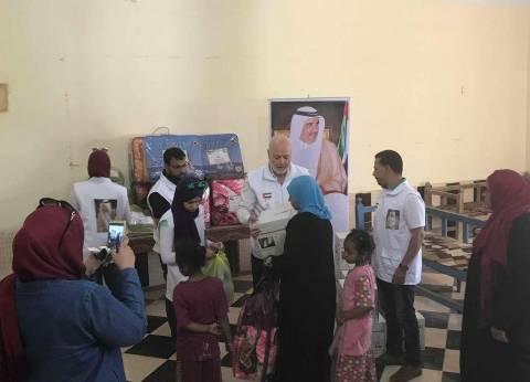 """""""آل مكتوم"""" الخيرية توزع مساعدات للمتضررين في حريق قرية بالأقصر"""