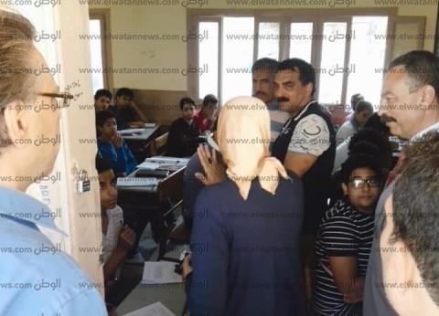 """طلاب أولى ثانوي يؤدون الامتحانات """"ورقي"""" في 109 مدارس بالإسكندرية"""