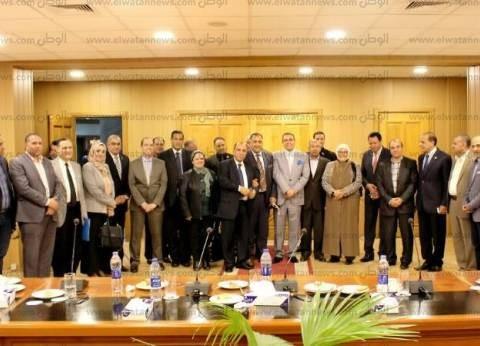 """نواب الدقهلية يدعمون رئيس جامعة المنصورة ضد توصية """"تعليمية"""" البرلمان"""