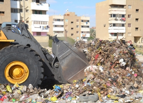 محافظ قنا: رفع 629 طن مخلفات بمركزقوص