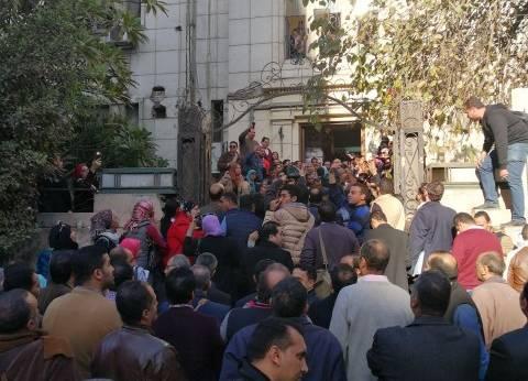 """إصابات في اشتباكات بالأيدي بين المحامين المتظاهرين ومؤيدي """"عاشور"""""""