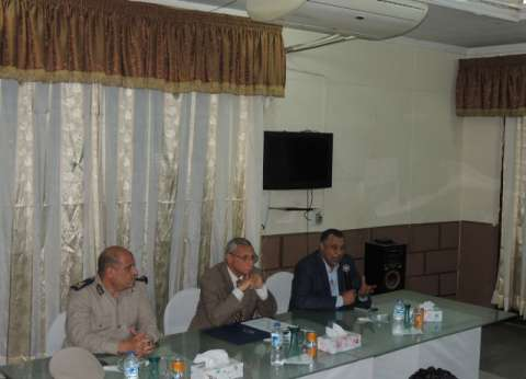 مدير أمن المنيا يبحث خطة تأمين احتفالات المحافظة بـ30 يونيو