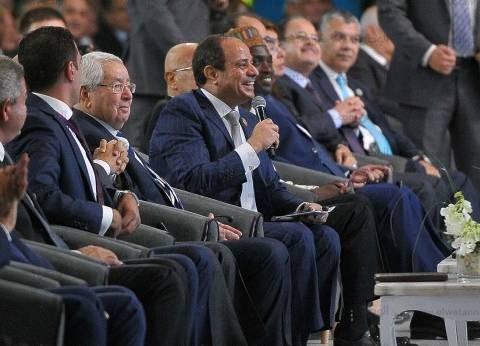 """السيسي لـ""""المصريين"""": """"مش عاوزكوا ورايا.. عاوزكوا قدامي"""""""
