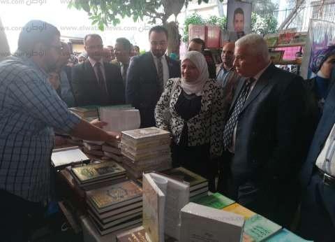 """وكيل """"تعليم البحيرة"""" يفتتح معرض كتاب """"تحدي القراءة العربي"""""""