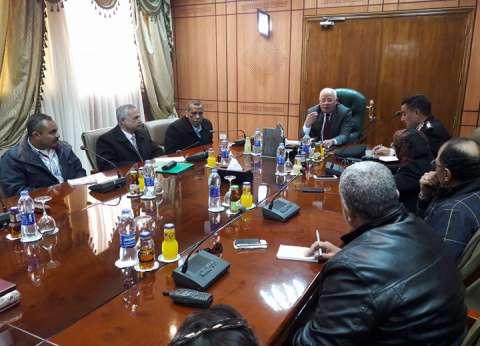 محافظ بورسعيد يستقبل رؤساء الأحياء الجدد ويوجه بتطوير أعمال النظافة