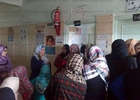 بالصور| الإدارة الصحية بقسم ثاني المحلة تنظم قافلة طبية لعلاج أهالي القيراطية