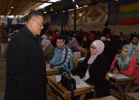 بالصور| نائب رئيس جامعة عين شمس يتفقد لجان الامتحانات