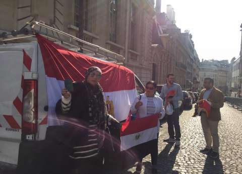 أبناء الجالية المصرية بفرنسا يدلون بأصواتهم في الاستفتاء