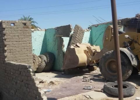 محافظ سوهاج: إزالة 12 حالة تعدِ على الأراضي بطهطا
