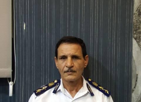 «كومبارس» يرتدي زي عقيد شرطة للاحتيال على المواطنين في الأزبكية